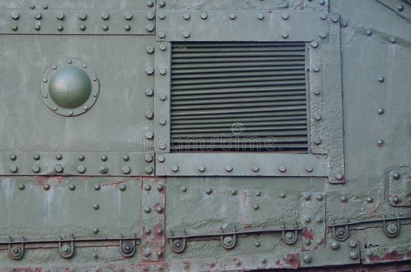 Struttura della parete laterale del carro armato, fatta di metallo e di rinforzo con un gran numero di bulloni e di ribattini immagine stock libera da diritti