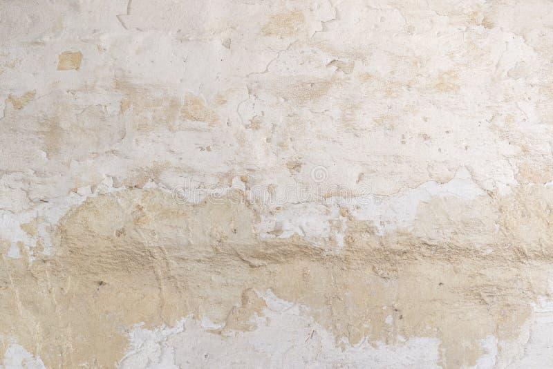 Struttura della superficie della parete dipinta bianco irregolare dello stucco Priorità bassa dell'annata fotografie stock