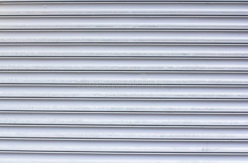 Struttura delle linee orizzontali metalliche Porte del garage fotografia stock libera da diritti