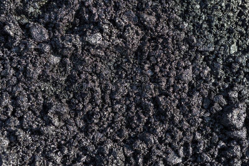 Struttura di asfalto caldo fresco Fondo nero che somiglia all'antracite immagini stock libere da diritti