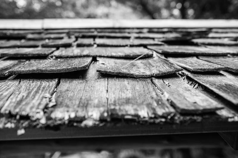 Struttura di legno in bianco e nero del tetto fotografia stock