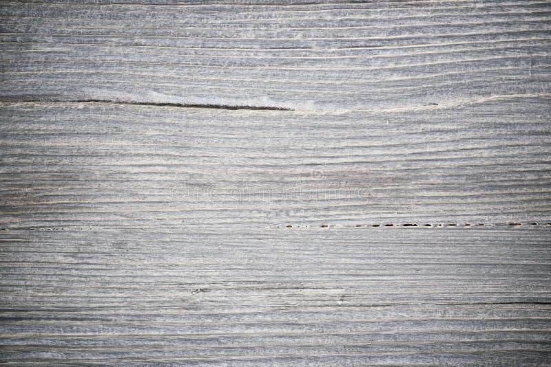 Struttura di legno Bordo grigio del legname con le linee stagionate della crepa Sfondo naturale per progettazione elegante misera fotografia stock libera da diritti