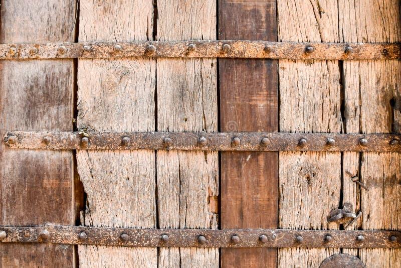 Struttura di legno con il gancio del metallo fotografie stock