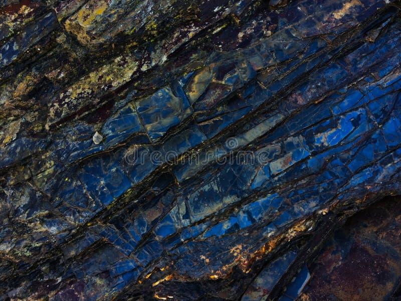 Struttura di pietra di colore di stupore, strati rocciosi dei colori luminosi fotografia stock libera da diritti