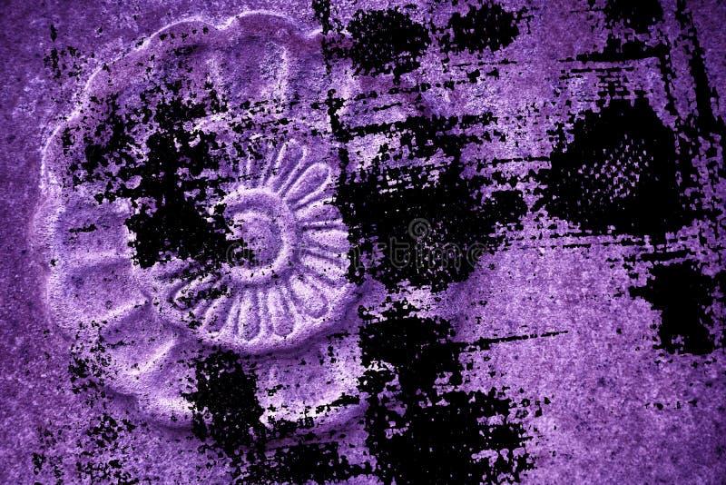 Struttura di pietra decorata ultra porpora di lerciume, forma della roccia del cerchio, fondo per il sito Web o dispositivi mobil fotografia stock libera da diritti