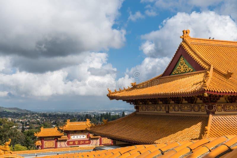 Struttura di tetto della sua Lai Buddhist Temple, California fotografia stock libera da diritti