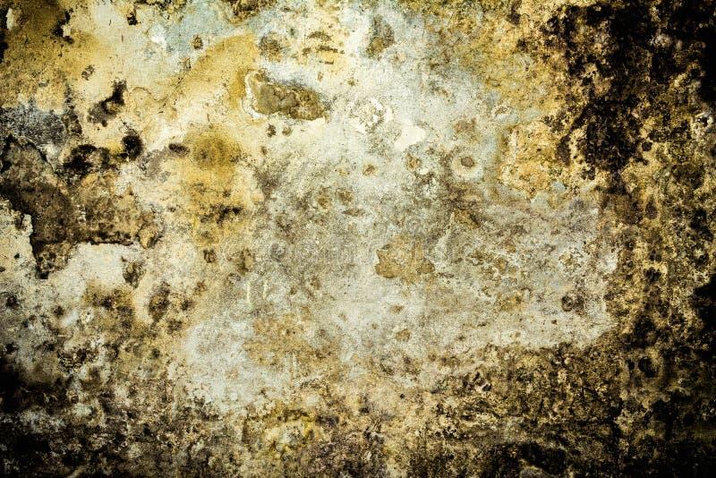 Struttura di vecchia parete antica, strato distrutto del gesso del muro di cemento, fondo scuro dell'estratto di lerciume immagini stock