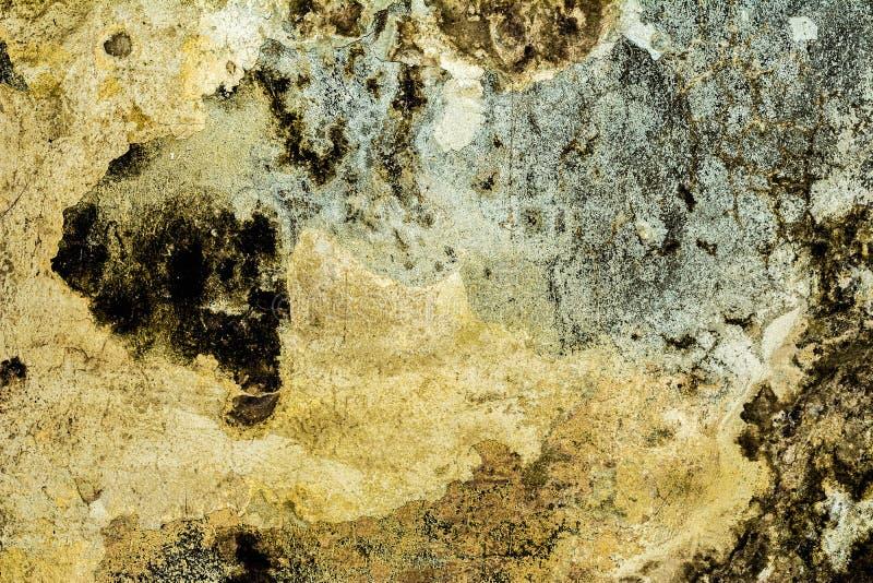 Struttura di vecchia parete antica, strato distrutto del gesso del muro di cemento, fondo scuro dell'estratto di lerciume immagine stock libera da diritti
