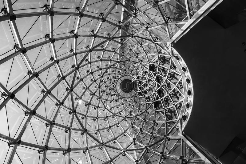 Struttura di vetro d'acciaio della facciata di giro rapido moderno del dettaglio di architettura immagine stock