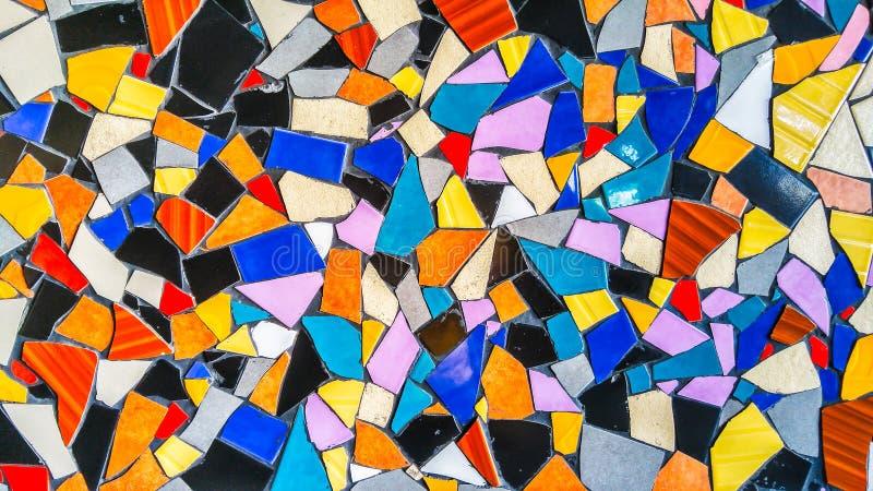 Struttura di vetro del fondo delle mattonelle variopinte astratte del triangolo immagine stock