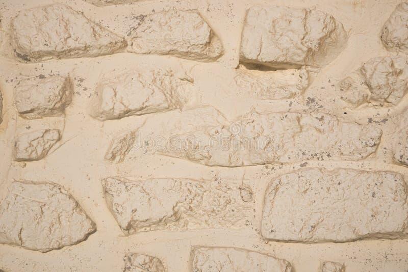Struttura dipinta bianchiccia del fondo della parete di pietra del primo piano fotografia stock
