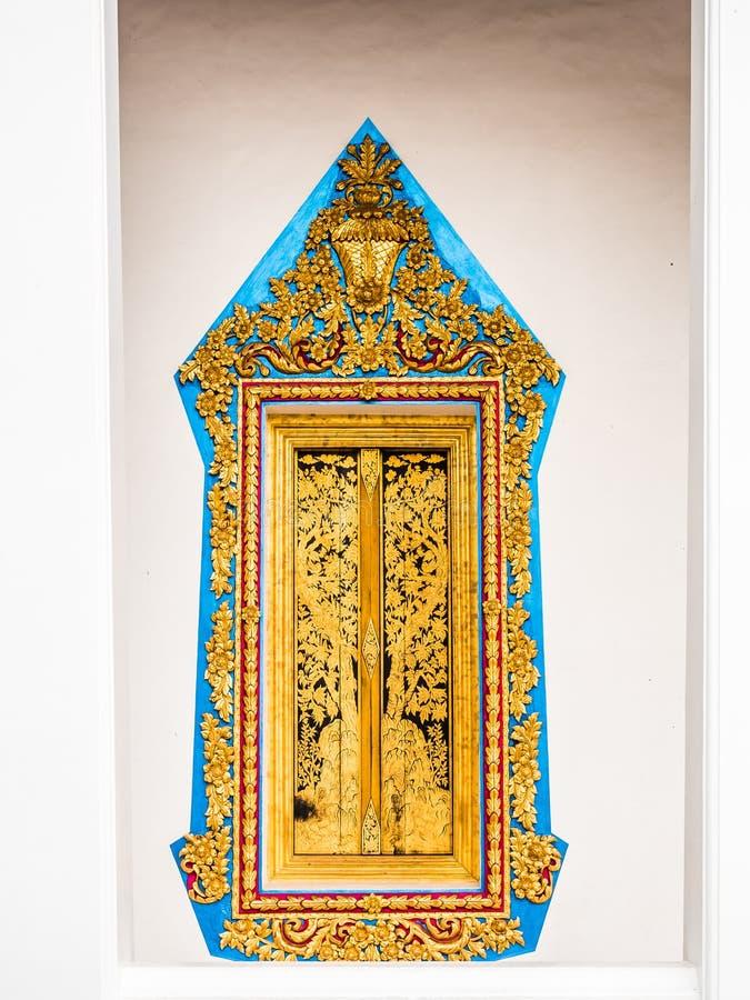Struttura dorata della pittura della finestra con il pannello di legno della pittura dell'oro fotografia stock