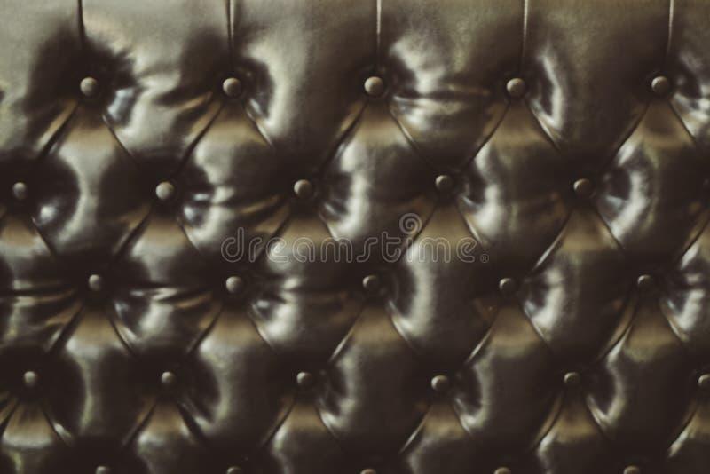 Struttura elegante del cuoio di marrone scuro con i bottoni per il modello ed il fondo fotografie stock