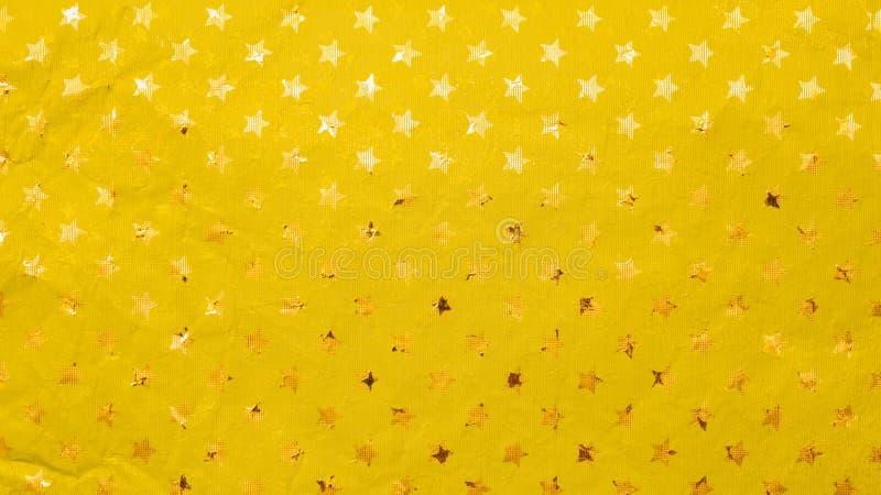 Struttura festiva della stagnola dorata con le stelle impresse fotografia stock