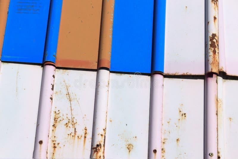 Struttura mattonelle del metallo di colore È fatto di metallo ha i graffi e ruggine fotografie stock