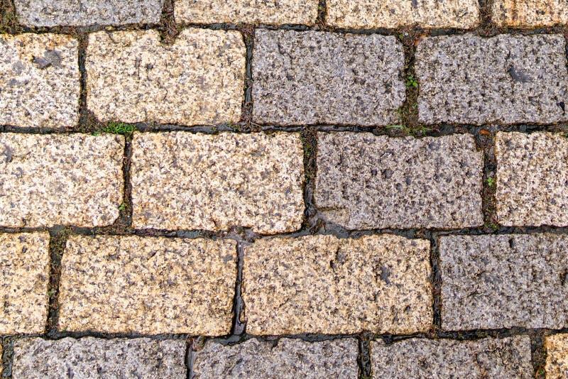 Struttura multicolore delle mattonelle del marciapiede La struttura dei lastricatori di pietra artificiali dei colori differenti  fotografie stock