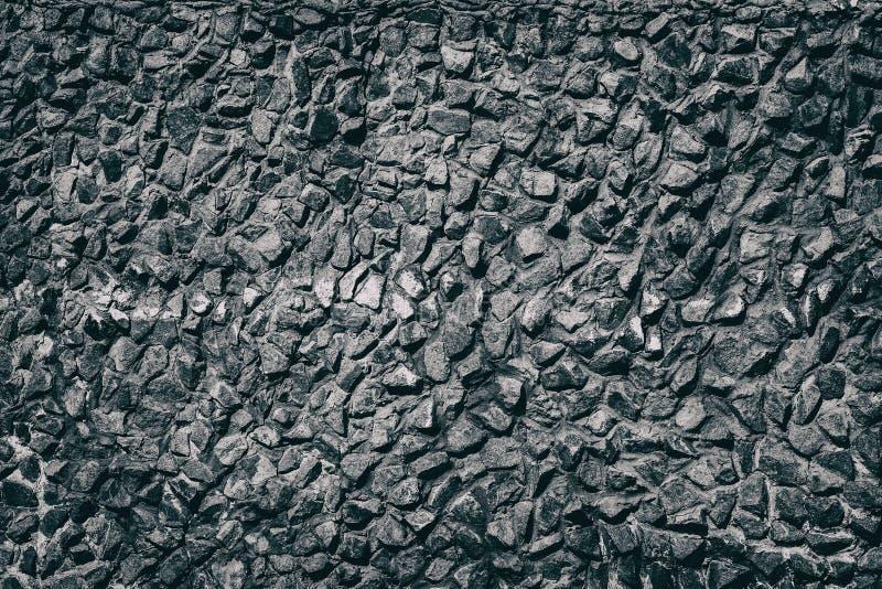Struttura nera della parete di pietra con le tracce di pittura bianca immagine stock libera da diritti