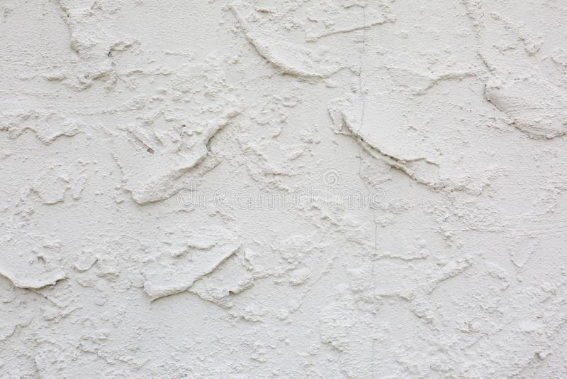 Struttura ondulata pesante dello stucco del cemento sulla parete fotografie stock