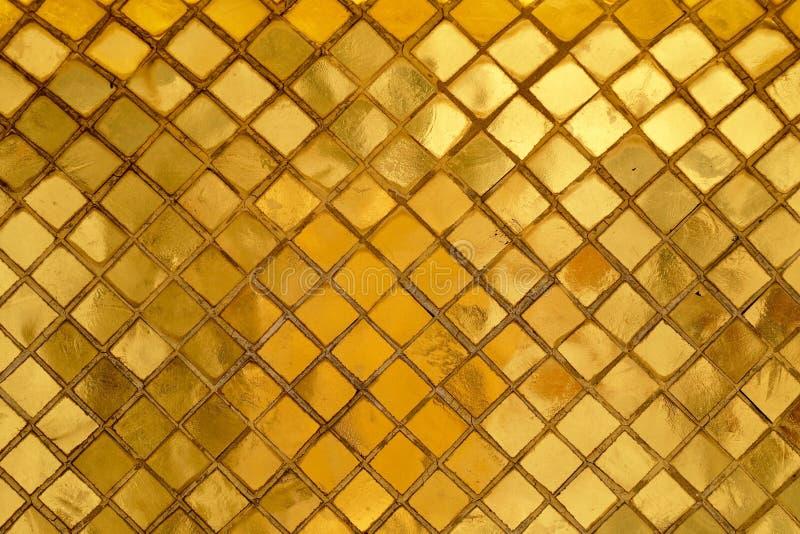 Struttura orizzontale del fondo dorato della parete del mosaico fotografia stock