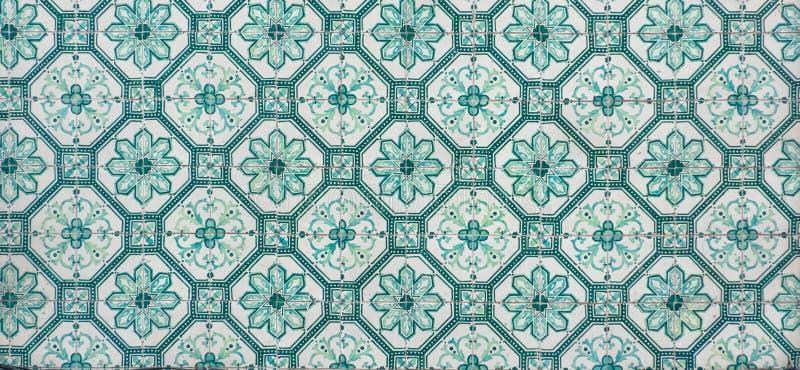Struttura portugese brillantemente colorata decorata delle mattonelle in verde ed in bianco fotografia stock libera da diritti