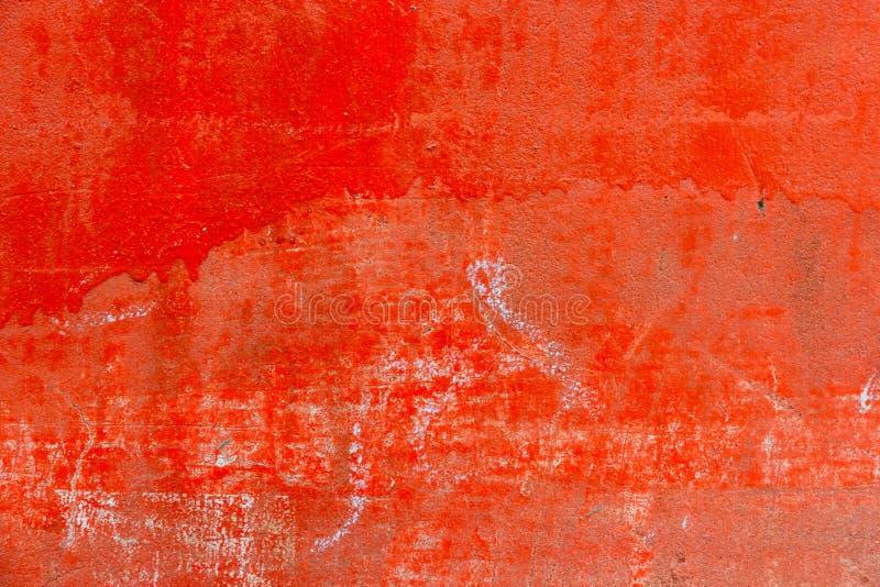 Struttura rossa vecchia con la crepa, uso del cemento di lerciume come fondo immagine stock libera da diritti