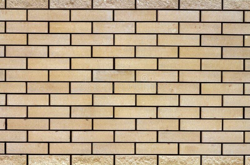 Struttura stagionata astratta di vecchio stucco grigio chiaro macchiato e del muro di mattoni bianco invecchiato per fondo nella  fotografie stock