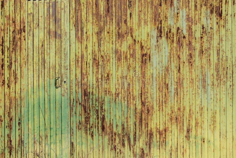 Struttura verde arrugginita del metallo, struttura grungy del metallo fotografie stock