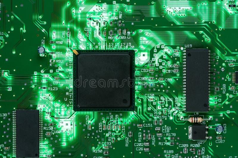 Struttura verde retroilluminata del fondo del circuito stampato fotografia stock libera da diritti
