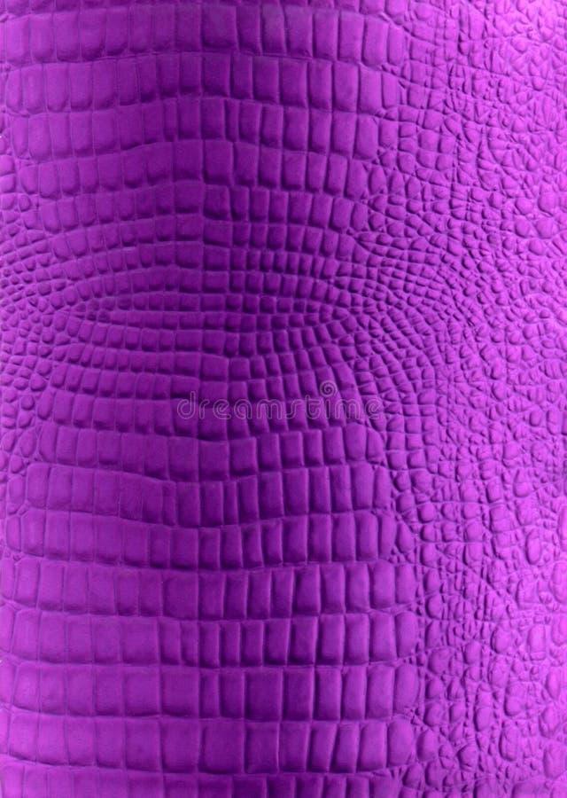 Struttura violetto-chiaro dell'imitazione del cuoio del rettile immagine stock libera da diritti