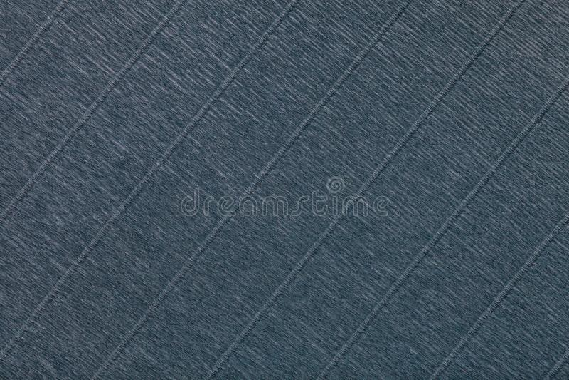Strutturale di fondo grigio scuro di carta ondulata ondulata, primo piano immagine stock libera da diritti