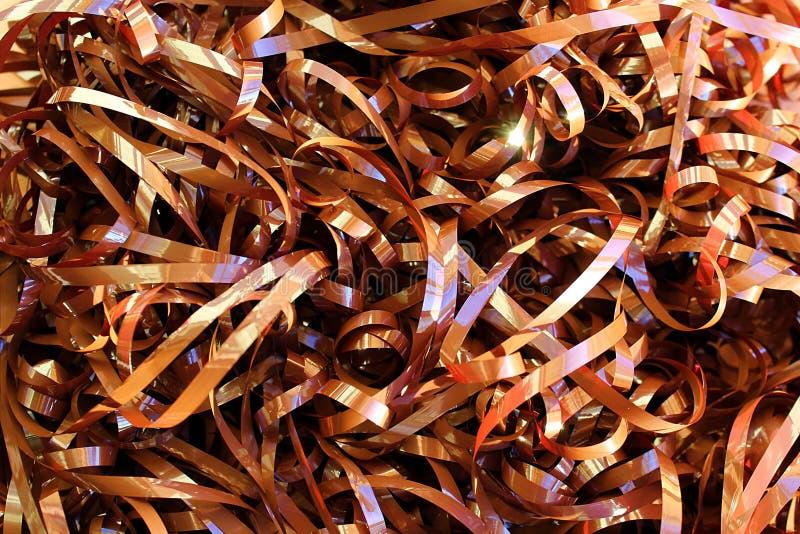 Strutturi il nastro marrone svolto da una vecchia cassetta di musica immagini stock