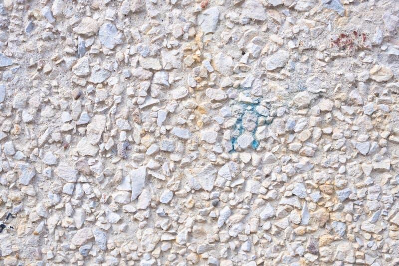 Strutturi la superficie di rivestimento aggregato esposto, pavimento lavato di pietra a terra fotografia stock libera da diritti