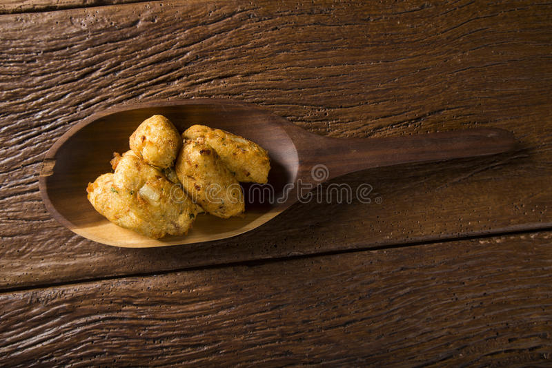 Struvor för salt torsk, bunuelos de bacalao royaltyfri bild