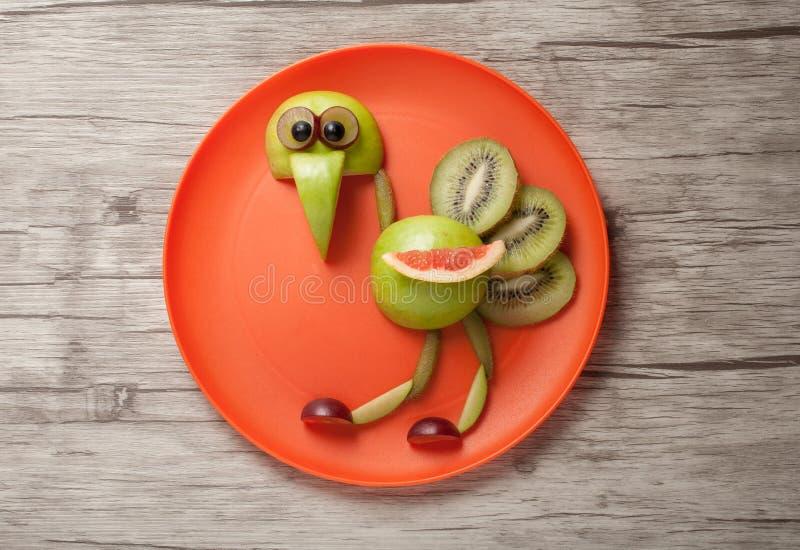 Struzzo divertente fatto dei frutti fotografia stock libera da diritti