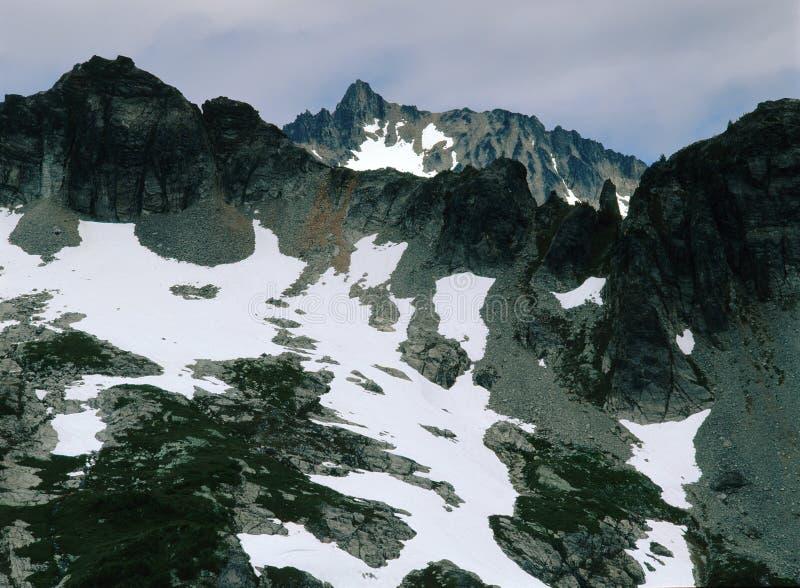 Strzępiaści szczyty nad Sahale ręka Wlec, północ kaskady park narodowy, Waszyngton obrazy stock