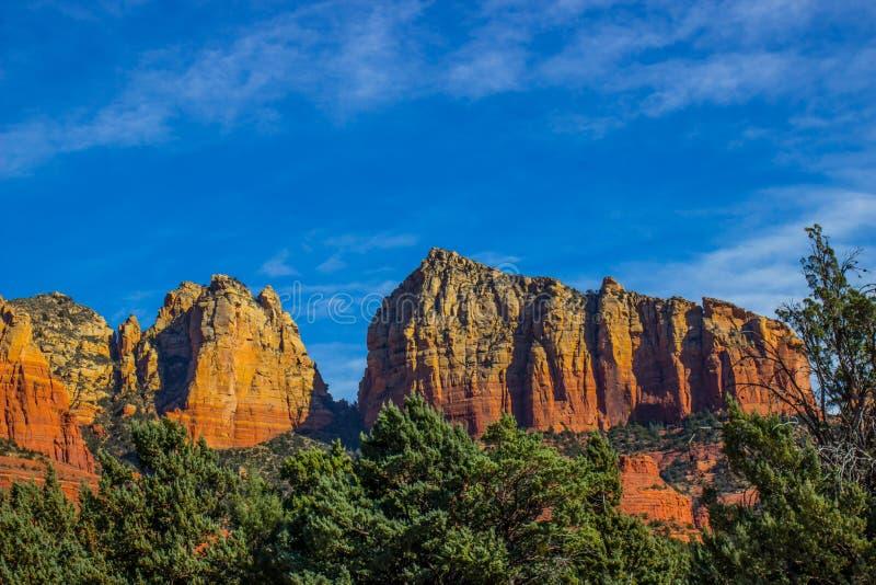 Strzępiaste Czerwone Rockowe formacje W Arizona wysokości pustyni zdjęcie royalty free