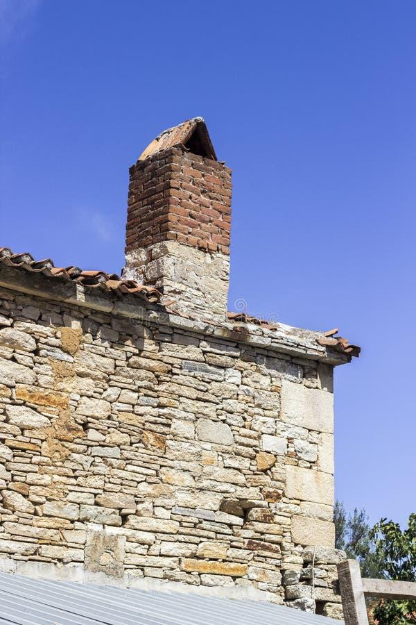 Strzał stara kamieniarstwo budynku dachu fasada w Turcja zdjęcie stock