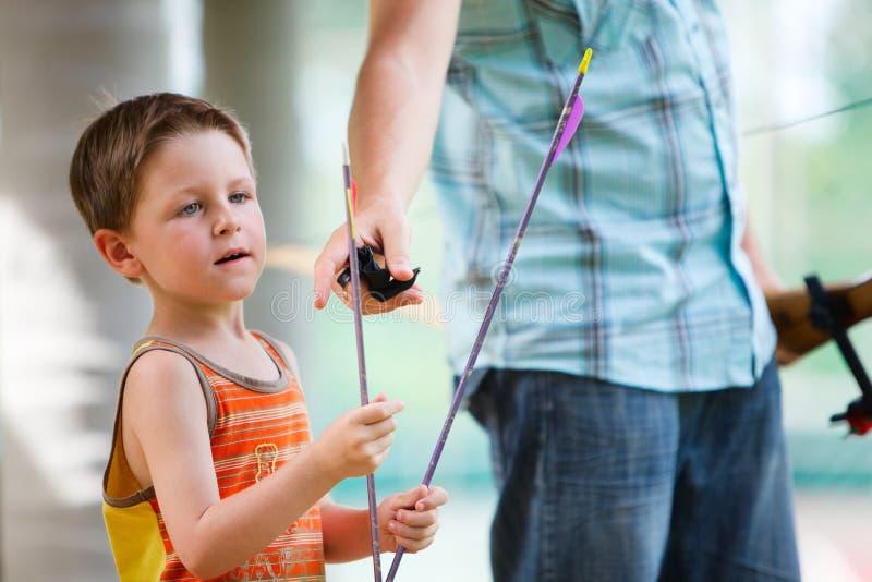 strzała łucznicza chłopiec zdjęcie stock