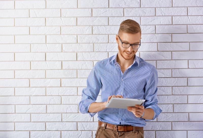 Download Strzała Mogą Target758_0_ Cieszą Się Jeżeli Warstwy Potrzeby Komputer Osobisty Oddzielny Tablet One Ty Obraz Stock - Obraz złożonej z atrakcyjny, lifestyle: 57655625