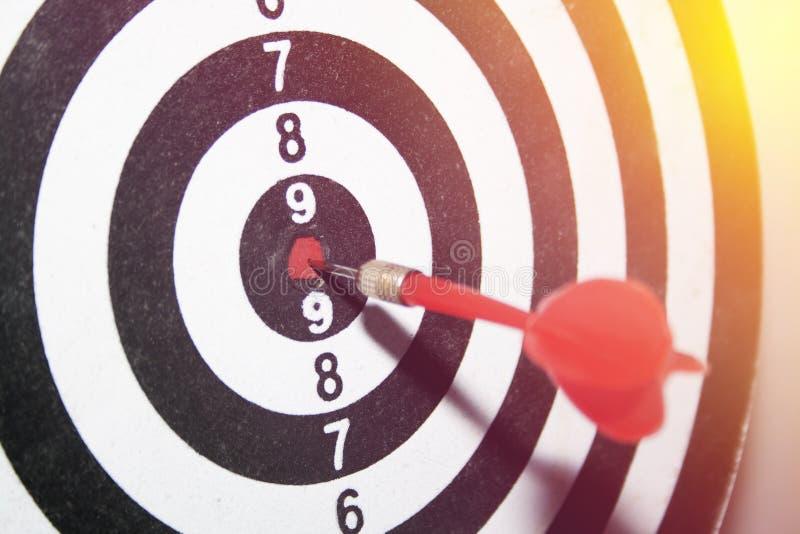 Strzałki selekcyjna ostrość Obiektyw plama i raca Pojęcia doścignięcie, wygrana i sukces, Zwycięzca umiejętność Perfect osiągnięc fotografia stock