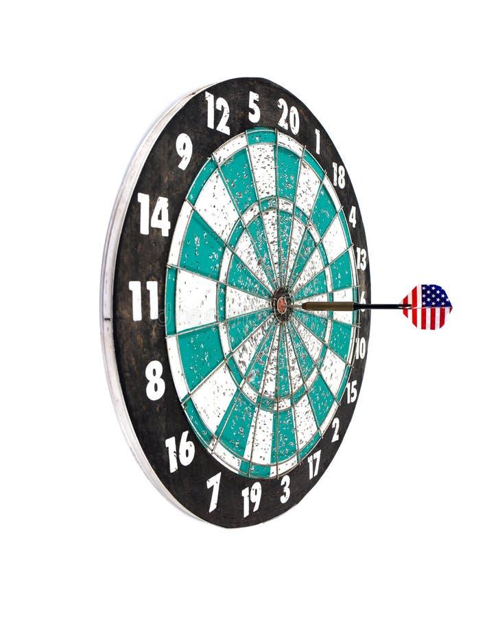 Strzałki strzała uderza dartboard cel odizolowywającego na białym tle obraz stock