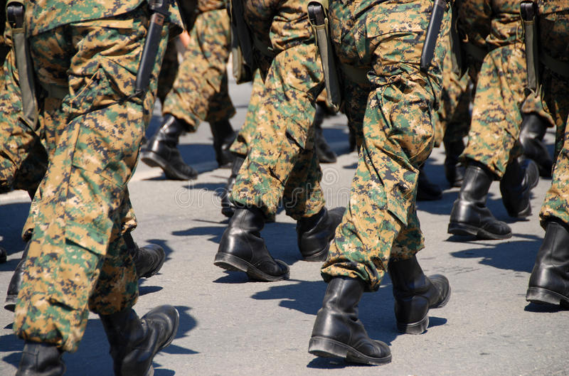 strzela żołnierzy militarnych mundury zdjęcie stock
