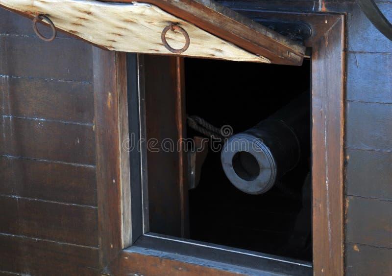 Strzela na pokładzie Hiszpańskiego galeonu fotografia royalty free