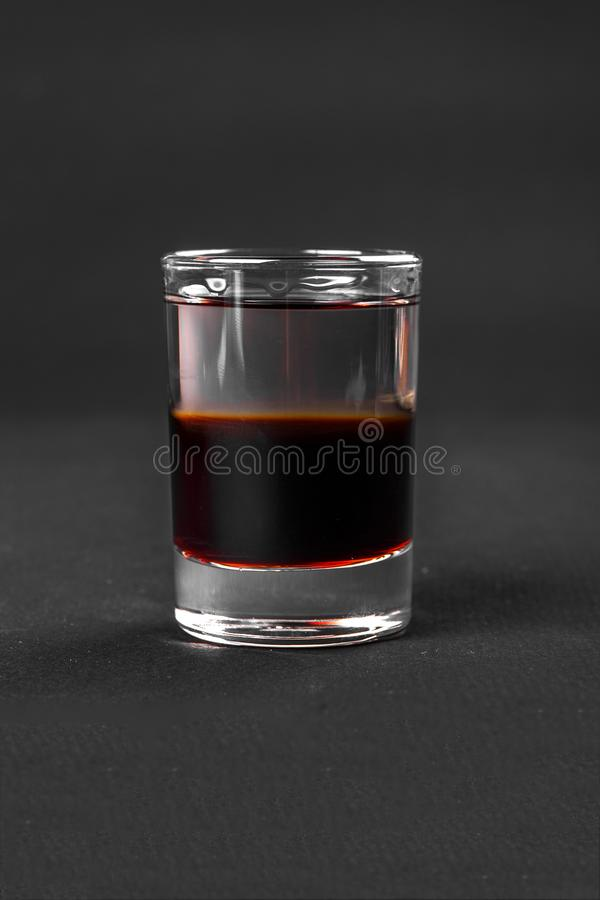 Strzelający koktajlu odosobniony czerń zdjęcie stock