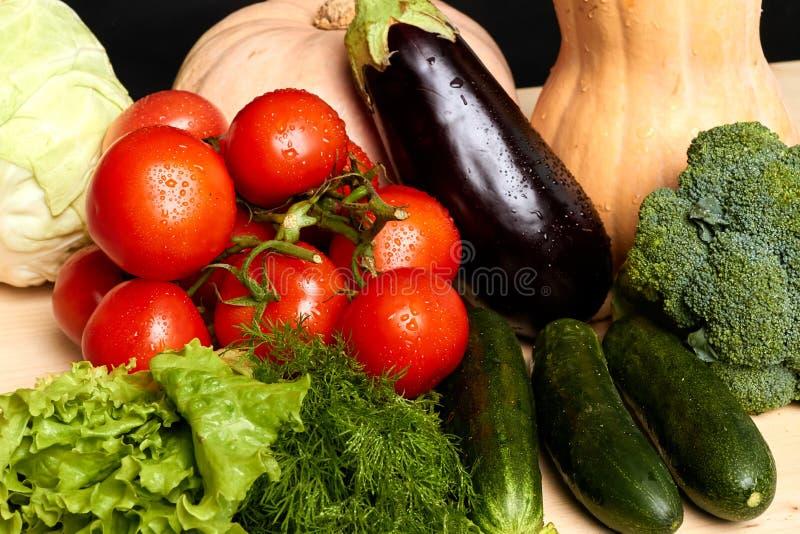 Strzelający organicznie r świezi warzywa kopaliny i witaminy, pełno zdjęcia stock