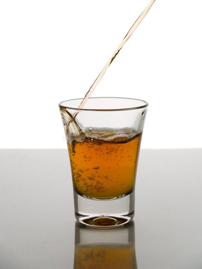 Strzelający Whisky Obrazy Stock