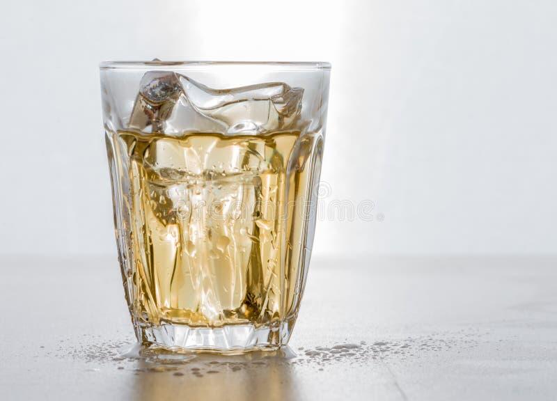 Strzelający whisky fotografia royalty free