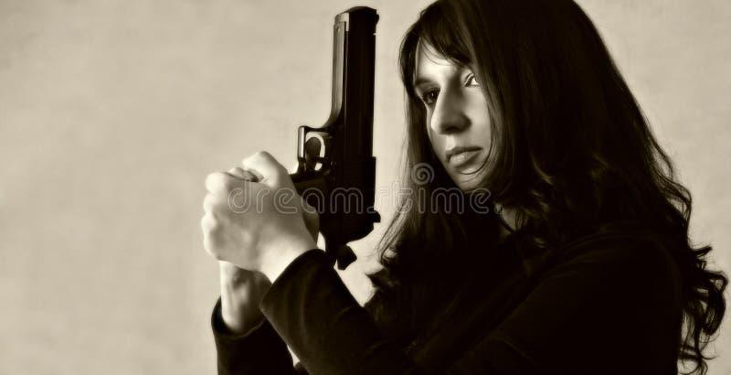 Download Strzelaj w serii zdjęcie stock. Obraz złożonej z pistolety - 41312