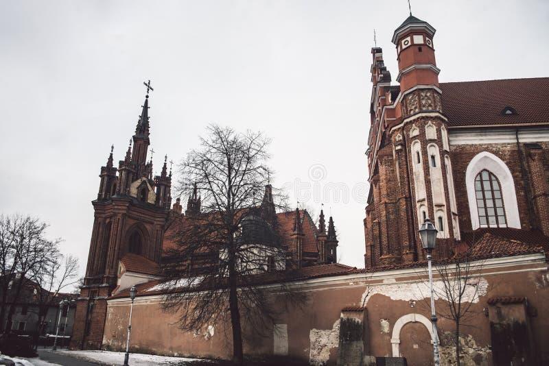 Sts Anne kyrka och Bernardine Monastery i Vilnius, Litauen arkivfoto