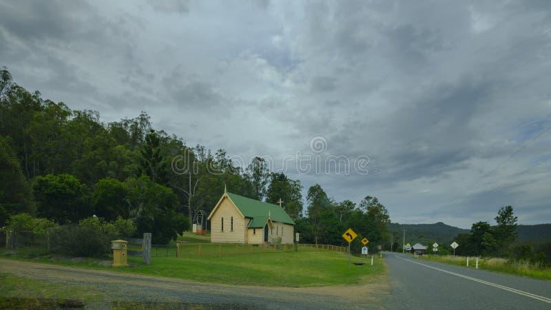Sts Mark anglikanska kyrka i Laguna på den stora nordliga vägen nära Wollombi, Hunter Valley, NSW, Australien arkivbild